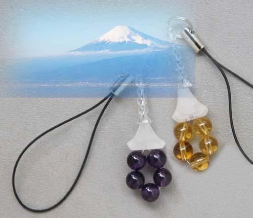 送料無料 根付兼用 オンラインショッピング 手彫り水晶 NEW売り切れる前に☆ 天然石 ストラップ メール便発送 富士山