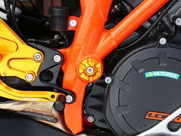 バイクパーツ モーターサイクル 人気商品 オートバイ バイク用品 外装BABYFACE ベビーフェイス 休日 セール フレームキャップ 4589981512383取寄品 DUKE690005-KT001BK ブラック KTM