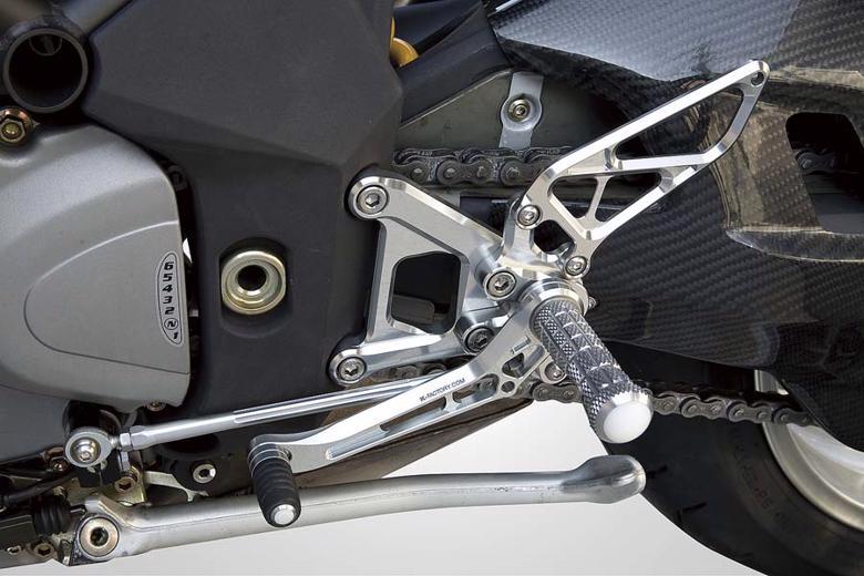 バイクパーツ モーターサイクル お金を節約 オートバイ バイク用品 ステップ ステップボード 毎日激安特売で 営業中です タンデムキットK-FACTORY ライディングステップ SPブラック ブルターレ750Sケイファクトリー 取寄品 601MZBR052R アルミ