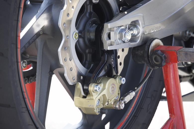 バイクパーツ モーターサイクル オートバイ セール バイク用品 ブレーキ&クラッチ キャリパー&サポートOVER Rキャリパーサポート BLK ブレンボ2P(カニ)用 CBR250RRオーヴァーレーシング 83-02-21B 取寄品