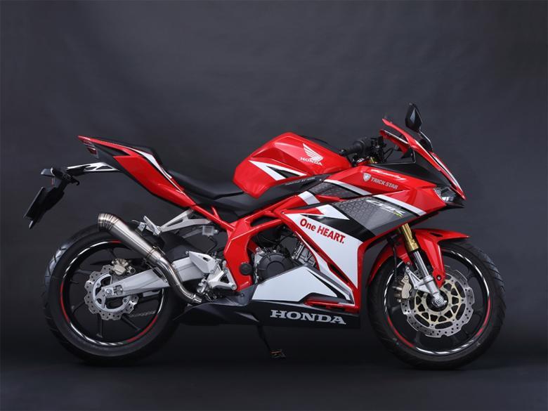 スーパーセール バイク用品 マフラー 4ストスリップオン&ボルトオンマフラートリックスター レーシングS Oマフラー 雷神ショート CBR250RR 17トリックスター RSS-109-02RS 取寄品