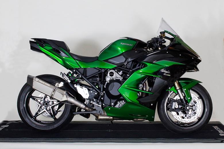スーパーセール バイク用品 マフラー 4ストスリップオン&ボルトオンマフラートリックスター 政府認証S O イカヅチステンカーボン Ninja H2 SXトリックスター JST-H02-L4SC 取寄品