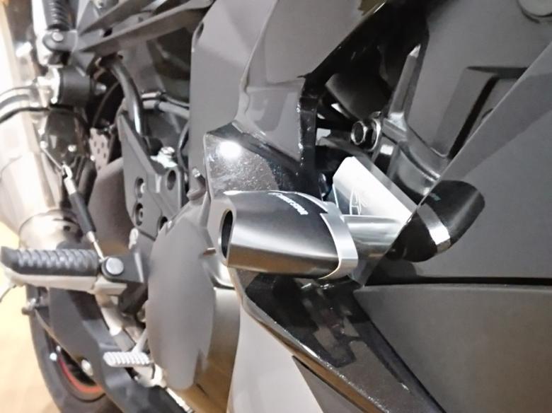 スーパーセール バイク用品 外装 ガード&スライダートリックスター フレームスライダー タイプE Ninja1000 17-トリックスター FSE-018B 取寄品