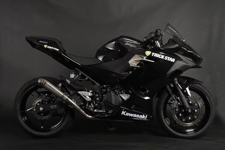 スーパーセール バイク用品 マフラー 4ストフルエキゾーストマフラートリックスター レーシングフルエキ雷神ショート Ninja400 18-トリックスター RFS-020B-02RS 取寄品