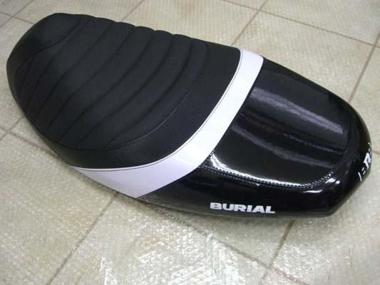 バイク用品 外装 シートベリアル スポルティブシート BLK シグナスX(08-)SE44JBURIAL Y17-16-02 取寄品
