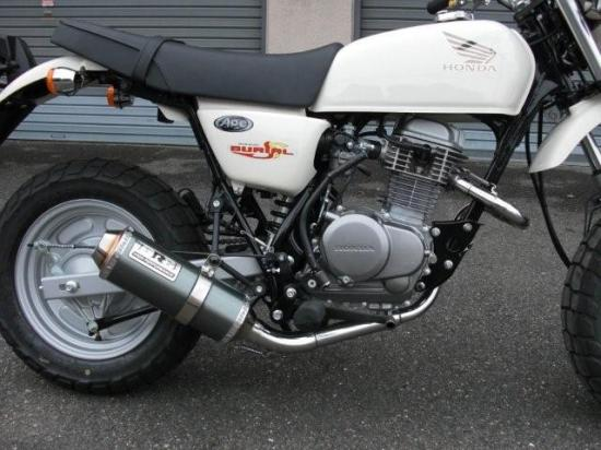 スーパーセール バイク用品 マフラー 4ストフルエキゾーストマフラーベリアル アルティメットマフラー RED エイプ100BURIAL H14-17-01 取寄品