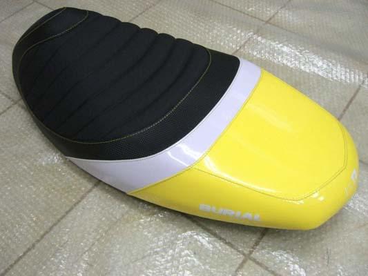 バイク用品 外装 シートベリアル スポルティブシート YEL シグナスX 08BURIAL Y17-16-07 取寄品