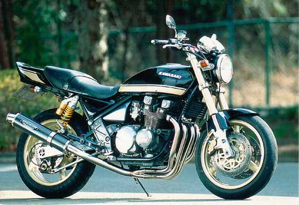 スーパーセール バイク用品 マフラー 4ストフルエキゾーストマフラーストライカー USスーパースポーツ ステン カーボン STD ZEPHYR400 χSTRIKER 2081M 取寄品