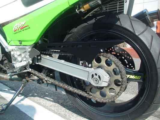 バイク用品 サスペンション&ローダウン スイングアームストライカー チェーンガード BLK GPZ900RSTRIKER SSY-CC04BK 取寄品