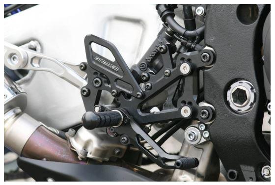 スーパーセール バイク用品 ステップ ステップ&ステップボード&タンデムキットストライカー スペシャルステップキット BLK MT-10 SP 17-STRIKER SS-AA2148B 取寄品