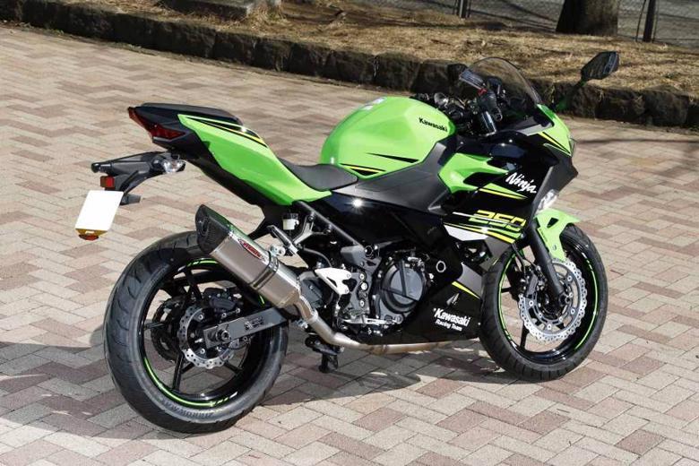 スーパーセール バイク用品 マフラー 4ストスリップオン&ボルトオンマフラーストライカー ストリートコンセプトS O OFF-TYPE B チタンヒート Ninja250 18STRIKER 931430IMJ-H 取寄品