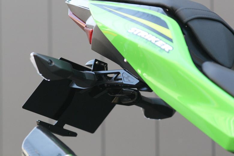 スーパーセール バイク用品 外装 フェンダーストライカー アルミビレットフェンダーレスキット BLK Ninja250 400 18STRIKER SS-FL143BK 取寄品