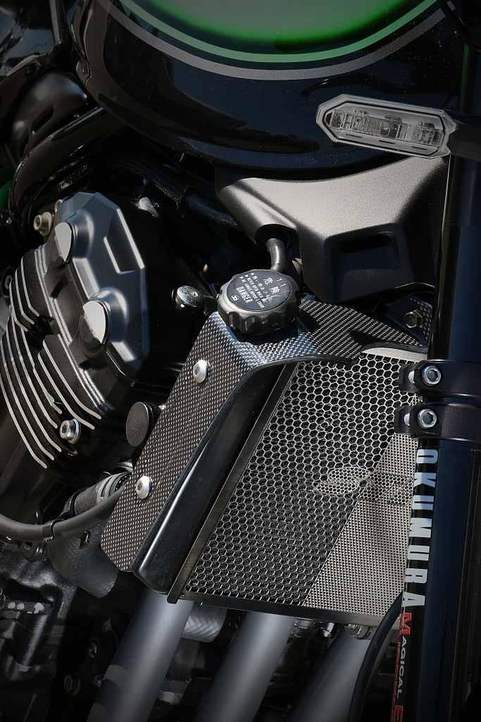 スーパーセール バイク用品 外装 フェンダーストライカー ラジエターサイドシュラウドカーボン平織 Z900RS CAFE 18STRIKER SAD-RSS141C 取寄品