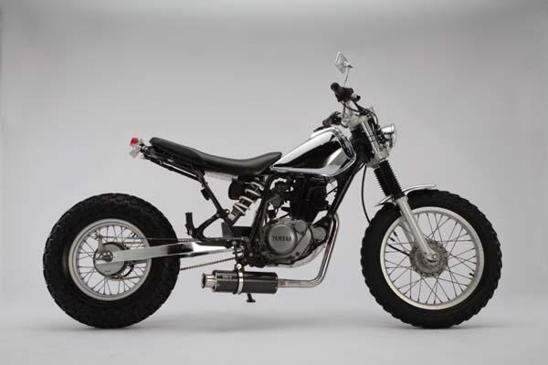 スーパーセール バイク用品 マフラー 4ストフルエキゾーストマフラービームス SS300カーボン-SP JMCA TW225 DG09JBEAMS J201-08-000 取寄品