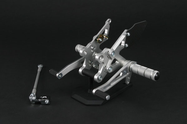 セール バイク用品 ステップ ステップ&ステップボード&タンデムキットspice タクティカルステップ 3ポジション ZZR1400 ABS 06-11スパイス 0102BS1K111B 取寄品