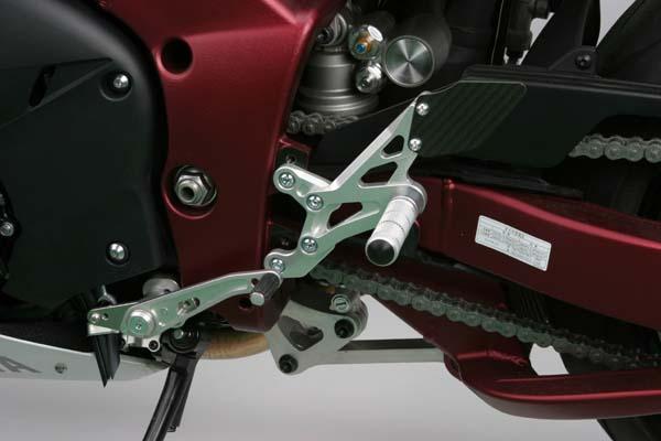 スーパーセール バイク用品 ステップ ステップ&ステップボード&タンデムキットspice タクティカルステップ 3POS BLK YZF-R1 09-14スパイス 0102BSB1Y111B 取寄品