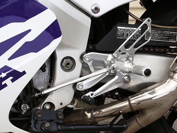 スーパーセール バイク用品 ステップ ステップ&ステップボード&タンデムキットベビーフェイス バックステップキット BLK レース RVF NC35BABYFACE 002-H028BKR 取寄品