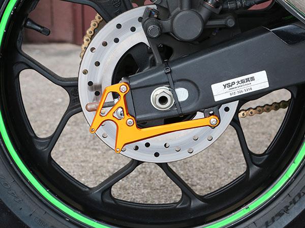 スーパーセール バイク用品 サスペンション&ローダウン スイングアームベビーフェイス スイングアームスタンドフック Vタイプ YZF-R25 15-16BABYFACE 005-Y0008GD 取寄品