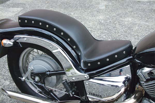セール バイク用品 外装 シートEASYRIDERS スムースコブラシート スタッドツキ DragStar400イージーライダース 2314 取寄品