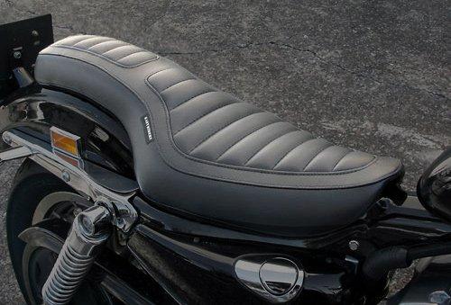 スーパーセール バイク用品 外装 シートEASYRIDERS デラックスIIコブラシート 04- XLヨウイージーライダース H0342 取寄品