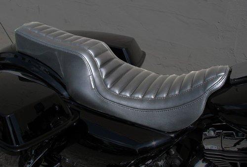 スーパーセール バイク用品 外装 シートEASYRIDERS パイソンダブルシート 09-FLHTC FLHTCUイージーライダース H0362 取寄品