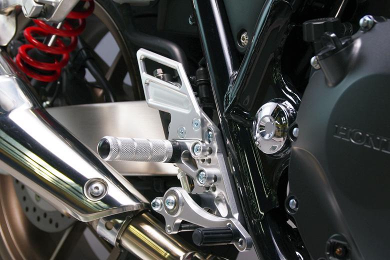 スーパーセール バイク用品 ステップ ステップ&ステップボード&タンデムキットサンセイレーシング ZNICマルチステップ ケミカルポリッシュ CB1300SF SB 03-18SANSEIRACING 0-6-ZB1120P 取寄品