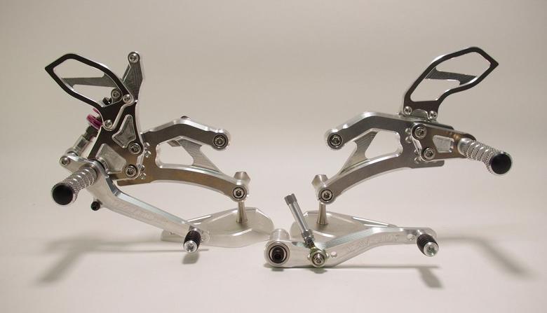 セール バイク用品 ステップ ステップ&ステップボード&タンデムキットマーベリック バックステップ BLK GSXR1000 17MAVERICK MV302-17BSBK 取寄品