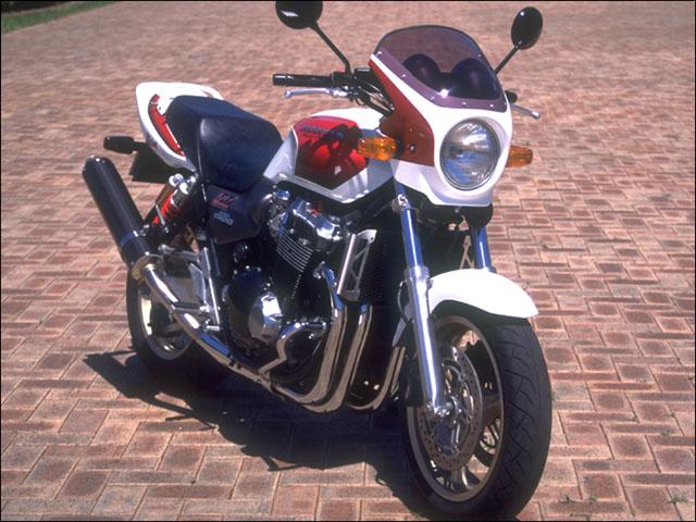 スーパーセール バイク用品 外装 カウルシックデザイン ロードコメット ゲンテイ アカ シロ クリア CB1300SF -02CHIC DESIGN RC32-CARD/W 取寄品