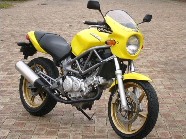 スーパーセール バイク用品 外装 カウルシックデザイン ロードコメット パールフラッシュYL スモーク VTR250CHIC DESIGN RC34-PFYL/2 取寄品