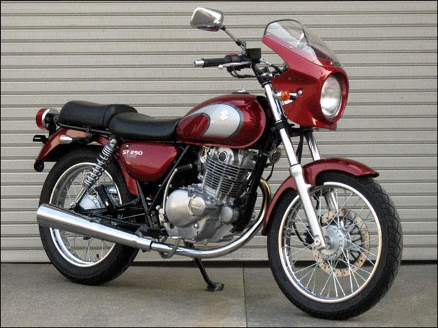 バイク用品 外装 カウルシックデザイン ロードコメット Cソノマレッド スモーク ST250CHIC DESIGN RC47-CSRD/2 取寄品 スーパーセール