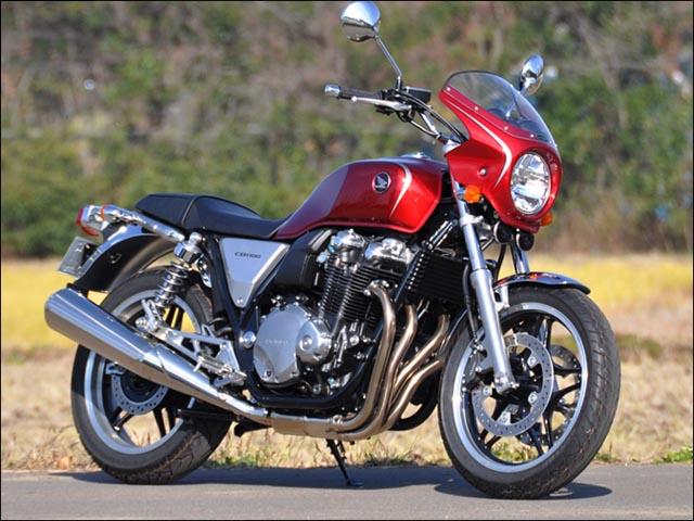 スーパーセール バイク用品 外装 カウルシックデザイン ロードコメット ダークネスブラック スモーク CB1100 10-13CHIC DESIGN RC60-DBKM/2 取寄品