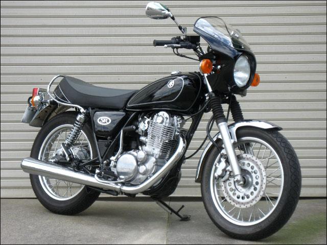 スーパーセール バイク用品 外装 カウルシックデザイン ロードコメット ニューパールWHT スモーク SR400CHIC DESIGN RC16-NPW/2 取寄品