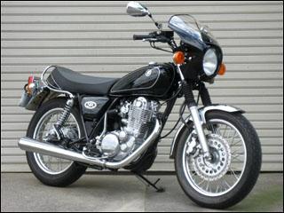 スーパーセール バイク用品 外装 カウルシックデザイン ロードコメット ダルレッドメタリックD スモーク SR400CHIC DESIGN RC16-DRMD/2 取寄品