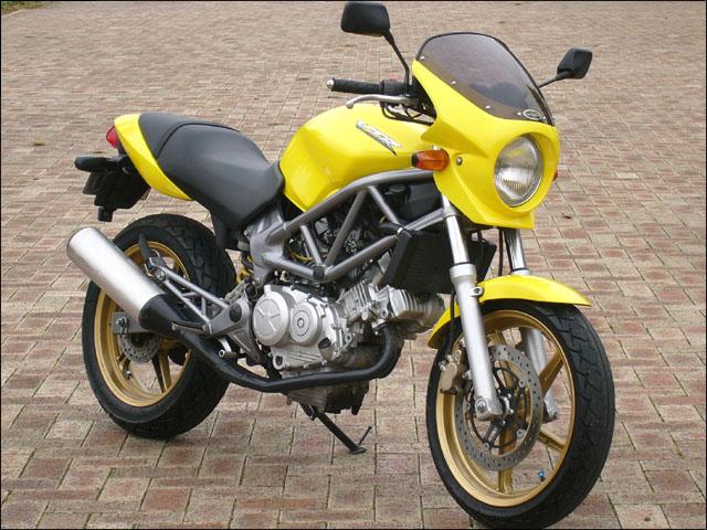 スーパーセール バイク用品 外装 カウルシックデザイン ロードコメット2 PシャイニングYL スモーク VTR250CHIC DESIGN RCB34-PCYL/2 取寄品