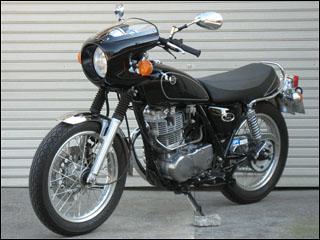 スーパーセール バイク用品 外装 カウルシックデザイン ミニロケットカウル BLKゲル スモク SR400 500CHIC DESIGN SR-MR1/2 取寄品