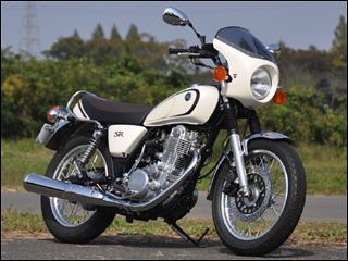 スーパーセール バイク用品 外装 カウルシックデザイン ロードコメットクラシック BLKゲル クリア SR400 500CHIC DESIGN RCC16-GEL 取寄品