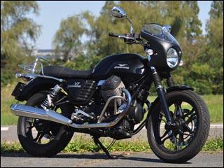スーパーセール バイク用品 外装 カウルシックデザイン ロードコメットクラシック ルビードBKスモク モトグッチ VセブンストーンCHIC DESIGN RCC57D-RBK/2 取寄品