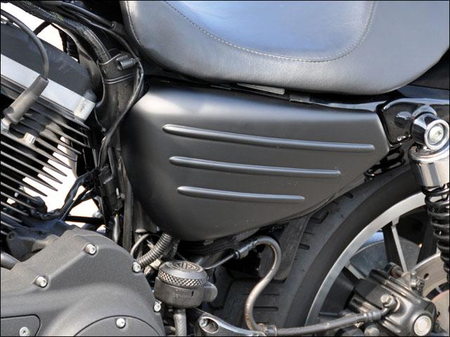 バイク用品 外装 フェンダーシックデザイン ティーラ サイドカバー ツヤケシBLK XL1200N 14-CHIC DESIGN XL-SC2-BKD 取寄品