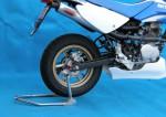 スーパーセール バイク用品 メンテナンス メンテナンススタンドBATTLE.F リアスタンドSET フックタイプ レッド XR100MOTARDバトルファクトリー BA00-046-03R 取寄品