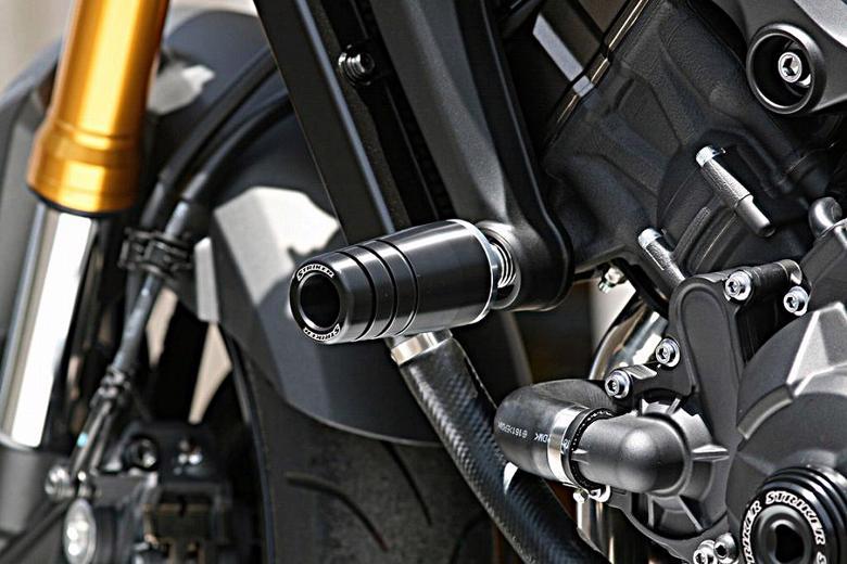 ストライカー ガードスライダーアッパー 黒ジュラコン MT-09 -16/TRACER> 《ストライカー SS-GS124A-F1》