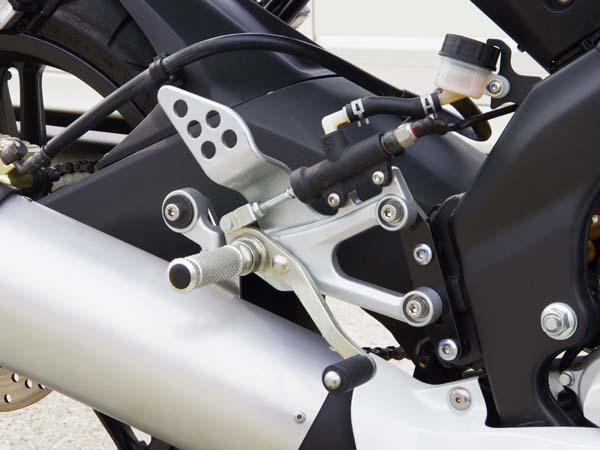 ベビーフェイス セットバックプレート ブラック YZF-R125 09-13 《ベビーフェイス 》