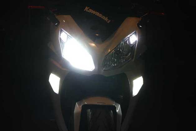BOSSCOM デイライト内蔵LEDウインカースモークZ11 Ninja400 《ボスコム Z1110Ni400》