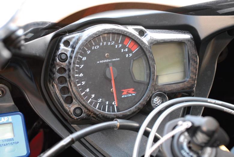 バイク用品 電装系MAGICAL RACING マジカルレーシング メーターカバー 綾織カーボン GSXR1000 600 05-06001-GSR105-080A 4547424381248取寄品 セール