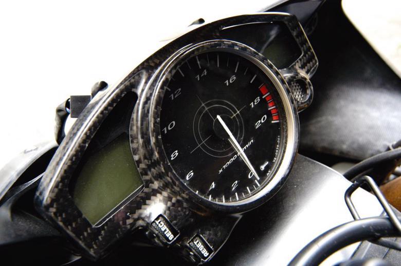 バイク用品 電装系MAGICAL RACING マジカルレーシング メーターカバー 綾織カーボン YZF-R1 04-06 YZF-R6 06-001-YZR104-080A 4547424381309取寄品 セール
