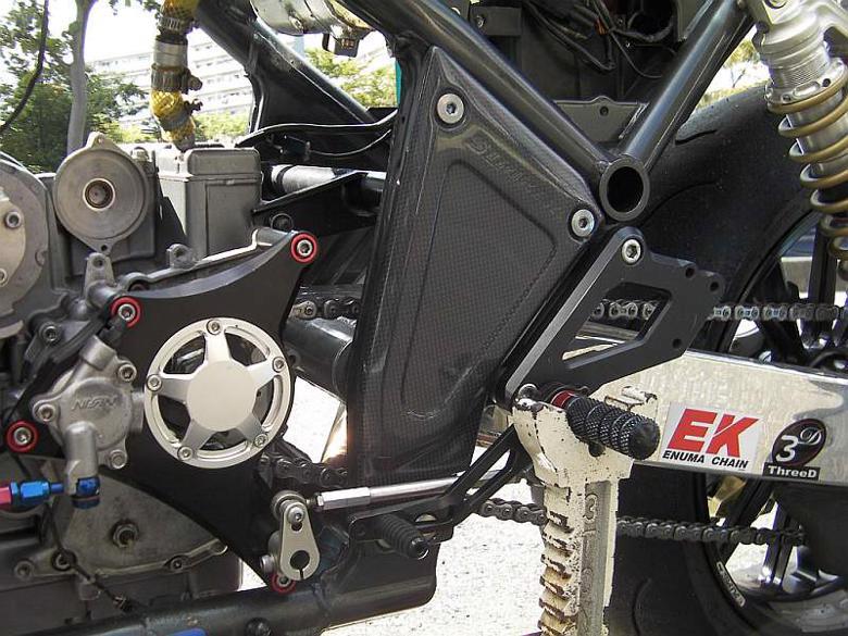 バイク用品 外装STRIKER ストライカー エアロデザインカーボンピポットカバー ZEPHYR1100SAD-PP02C 4548664914098取寄品 セール