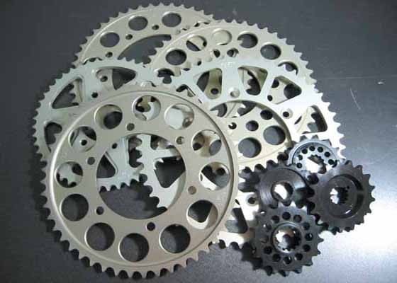 バイク用品 駆動系SUNSTAR サンスター リアスプロケット 525-39T 18H ZEPHYR750 RSRH-106-39 4562116110609取寄品 セール