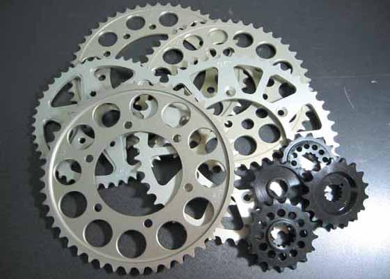 バイク用品 駆動系SUNSTAR サンスター リアスプロケット 530-49T ZZR400 600 ZXR7RK-104-49 4562116112993取寄品 セール