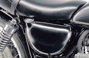 【DAYTONA】【デイトナ】【バイク用】サイドカバー FRP 黒ゲル仕上げ SR400/500【27725】