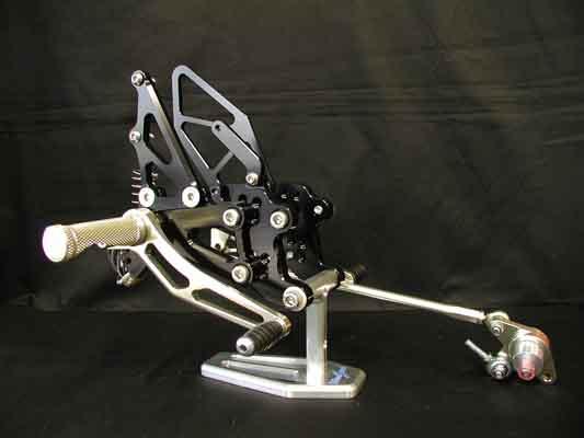 バイク用品 ステップ ステップ&ステップボード&タンデムキットウッドストック WOODSTOCK ステップキット 4POS CBR600RR 03-06WBS-H01-0B 4547424436474取寄品 スーパーセール