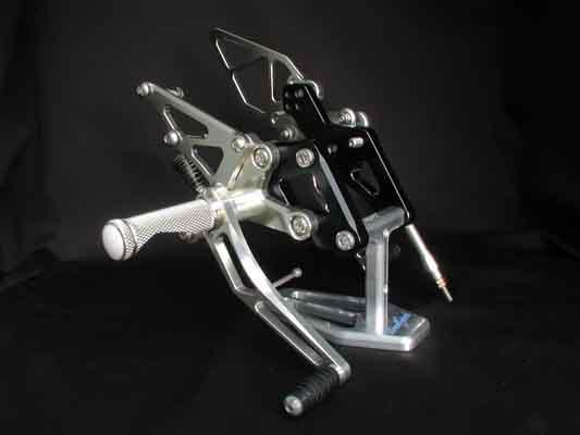 バイク用品 ステップ ステップ&ステップボード&タンデムキットウッドストック WOODSTOCK ステップキット 4POS ZZR1100(D) 93-WBS-K04-00 4547424436627取寄品 スーパーセール